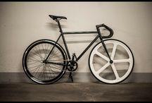 Maciej Złamański / Fixedgear bike In Classic white Silver and black colors.