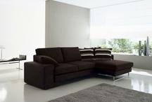 ArredissimA Salotti e Divani / Ecco le proposte di ArredissimA per quanto riguarda l'arredamento del salotto: divani in pelle, ecopelle o tessuto, divani a 2 posti maxi o 3+2, divani lineari o angolari.