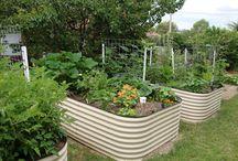 Gardening Inspiration / Straight up Garden Porn - the prettiest gardens, garden beds and garden inspiration around.