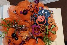 Halloween wreaths,ideas and crafts / Halloween crafts and wreaths / by Calabaza
