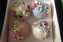 Cupcakes and cake pops / by Jenniffer White