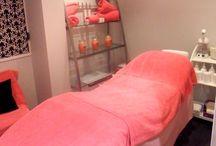Spray tanning room
