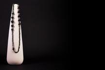 Metropolitan / Si può definire la contemporary collection per eccellenza.  Il nero opaco fa da contraltare al luccichio della pirite e dell'ematite, a ricordare le borchie di metallo protagoniste della moda contemporanea.