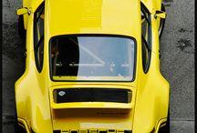 黄色 スポーツカー