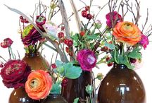 Zijden bloemen / Bloemen Van Gurp is gespecialiseerd in een prachtig zijden bloemen-arrangement. In elk formaat en compositie waarbij we gebruik maken van de mooiste bloemen, van ieder jaargetijde, schitterend in kleur en vorm.  Zijden bloemen zijn haast niet van echt te onderscheiden. Je moet eraan voelen, je moet eraan ruiken om jezelf te overtuigen dat ze niet echt zijn.