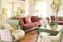 Country living room  / by Emily Micheles