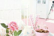 Bayram Sabahı  / Mutlu bir bayram sabahına uyanmanız dileğiyle!  #escicekcom #esçiçek #bayram #günaydın #çiçektasarım #çokyakında #çiçeğinyeniesintisi