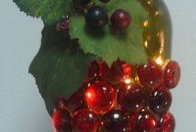 garrafas decoradas com frutas.