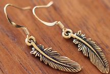 Beautiful accessories / by Alexandra Peirano