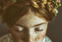 Blumenmädchen / Vintage styleshooting mit der Fotografin: Glaudia Gerhard, die Kleider sind von Fräulein Liebe und die Blumenkränze von kopflegenden