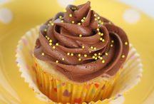 Cupcakes / by Cara Cazinha