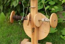 A selfmade spinning wheels / very funny selfmade wheels. Selbstgebaute Spinnräder alte und neue.