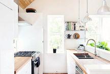 Kitchen / Białe, małe, jasne kuchnie