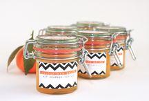 Sirup und Gelees in Flaschen oder Gläsern selbst gemacht