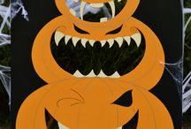 Halloween game: The gobbling Pumpkin / Test your aim and feed the Gobbling Pumpkins as much as you can! Every player is given a set number of small orange pumpkin balls for them to try to feed the pumpkins .Some pumpkins are easier to feed than others! Perfect for Halloween parties and spooky nights. Age range: 1 to 100 years old. Visit: www.loveartdesigns.co.uk
