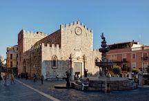 Duomo Taormina / l Duomo di Taormina è una chiesa medievale dedicata a San Nicola di Bari situata lungo il corso Umberto nelle vicinanze di Porta Catania.