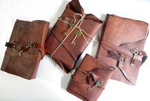 I fraticelli / Quaderni in cuoio anticato sui modelli usati da antichi frati