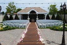 Montauk Liberty Gardens at Antun's / The perfect setting for your wedding ceremony in the heart of Queens. ----- #outdoorceremony #outdoorwedding #outdoorchapel #privategarden #gardenwedding #weddingunderthestars #secretgarden #gardenweddingnewyork #gardenweddingqueens
