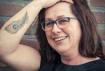 Pumps & Plaatjes portretten / Pumps & Plaatjes portretten tonen vrouwen met tatoeages zoals ze werkelijk zijn.