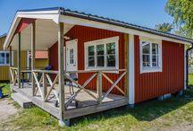 Stugor på Hafsten / Hos oss på Hafsten har vi mer än 60 stugor. Från enklare övernattningsstugor till lyxiga hotellstugor.