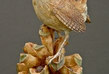 Wooden bird carvings / Carved wooden birds with a high amount of detail.