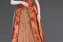1880 - 1889 / kleding voor dames en heren van de jaren 1880 - 1889