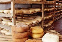C.R.D.O.P. Mahón-Menorca / El queso Mahón-Menorca Denominación de Origen Protegida, se elabora con un método de tradición milenaria y con leche de vacas alimentadas con los pastos de la Isla de Menorca, declarada reserva de la Biosfera por la UNESCO.