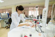 Laboratory / Ни один винный завод не может существовать без лаборатории. Лаборатория долины Лефкадия проводит точные анализы винограда, виноградного сусла, вина, почвы, лозы и листьев, а также тестирование пробок и упаковки. Этот сверхсовременный лабораторный комплекс не имеет аналогов ни в Восточной, ни в Центральной Европе.