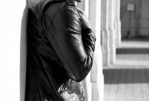 Pret-à-porter Uomo / Corso Fotografia di Moda di Guido Fuà - Styling: Francesca Fortini - Luogo: Officine fotografiche -  Lezione pratica 1 - UOMO Pret A Porter   Le immagini contenute in questa bacheca non indicano gli outfit che saranno scelti per la lezione, ma sono rappresentative di una gamma di possibili pose da far assumere ai modelli, anche molto diverse fra loro e a volte non compatibili, perchè la coerenza di un mood comporta anche scelte di tagli e pose con una qualche affinità