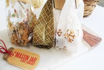 DIY Cookie Treat Bags / DIY Treat Bags are perfect for school, gift exchange and party favors. See our favorite Cookie Treat Bags.