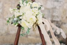 Bouquet & Buttonhole / wedding bouquet and Buttonhole for groom and/or bestmen, inspiration for wedding flowers #bouquet #weddingtrends