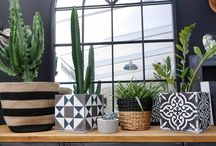 Cache-pot / Qui n'a jamais entendu parler des caches-pot ?? On les connaît et les reconnaît…  Ici je vais vous montrer des caches pot décalés, en folie, délurés et qui tiennent chaud l'hiver ;)  Un cache pot est un récipient décoratif destiné à contenir une plante et son pot, donc à présenter un objet plus décoratif que le pot en plastique basique. Découvrez notre article sur notre blog pro http://architecturedinterieur.over-blog.com/2016/07/le-cache-pot-vu-par-clara-ajmar-mrc-team.html