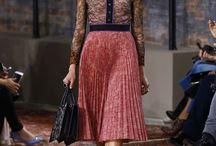 Как красиво носить юбку и блузку