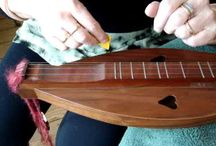 Dulci-what? / To learn how to play a mountain dulcimer.