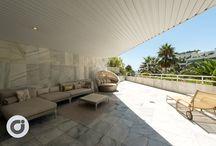 Apartamento en la Milla de Oro de Marbella / Vivir en plena Milla de Oro marbellí es todo un lujo, y más si es en la vivienda que os presentamos hoy. Un exclusivo apartamento de 114 m2 y 62 m2 de terraza con vistas al mar.  Todo ello, en una urbanización cerrada con seguridad 24h, hermosos jardines comunitarios y piscina. Perfecto para disfrutar a lo grande de todos los encantos de una ciudad como Marbella. http://bit.ly/Apartamento_MillaDeOro_MarbellaClub