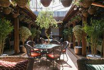 Restaurant OshPosh cozy patio