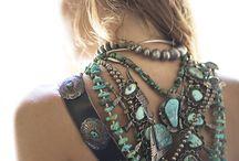 """Mes précieux / """"C'est une vérité peu connue : les bijoux, pour rester magnifiques, ont besoin d'être portés très souvent. Et quand je dis portés, cela signifie aimés."""" Amélie Nothomb"""