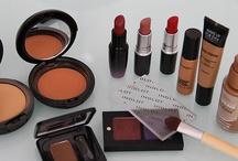 Makeup / by Fernanda Marques
