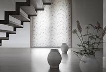 Modern / Een moderne woonstijl is te herkennen aan strakke lijnen en rechte hoeken. De basis is rustig, maar met de accessoires maken een ruimte uniek. Benieuwd of de moderne woonstijl bij u past? Laat u inspireren!