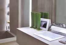 Aplicação Auriom® / Versatilidade, ousadia e modernidade são palavras que podem sintetizar bem as qualidades do Auriom®, marca representada com exclusividade pela Alicante – soluções de qualidade em superfície. Tecnicamente trata-se de um material sólido, composto por 60% de minerais naturais e 40% de acrílico.