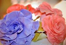 Sugar flowers and other details · Flores de azúcar y otros detalles