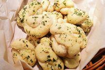 Garlic Knots Gluten Free - Kitchen Wisdom Gluten Free / Kitchen Wisdom Gluten Free Garlic Knots Recipe  http://kitchenwisdomglutenfree.com/2014/10/24/garlic-knots-gluten-free-forget-what-you-know-about-wheatc-2014/