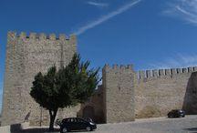 Elvas / Elvas posee la mayor colección de fortificaciones abaluartadas del mundo, razón por la cual ha sido declarada Patrimonio de la Humanidad en 2012, junto cono su casco histórico. Posee además una catedral de los siglos XV y XVI y un gran acueducto de la misma época.