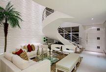 Especial Escadas / Para além da funcionalidade, as escadas podem ter efeito estético e moderno em sua casa. Confira algumas ideias que temos para te mostrar.