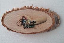 Label Woods / Woods, houten plankjes met analoog collages. Art works collage hand geknipte beelden.