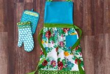 Kitchen Aprons, Pot Holders, and Oven Mitts