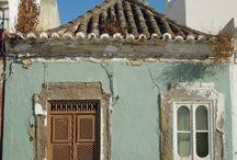As mais belas portas e janelas do Algarve / Com as suas cantarias em pedras, grades de ferro e aldravas