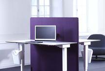 Screenz A30 Akoestische Vloerschermen / De vloerschermen zijn ontwikkeld voor een maximale geluidsabsorptie op de werkplek of in open ruimtes. De vloerschermen zijn leverbaar in een grote diversiteit aan maten, stofsoorten, kleuren en afwerkingen.