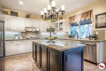 Irvine Kitchen Cabinet / Thinking about changing the look of your kitchen? Our cabinet refacing service is an excellence way to revitalize your space without the cost of a traditional kitchen remodel.