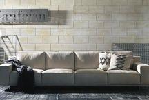 Итальянские диваны Brianform / Brianform – это итальянское успешное предприятие, основанное в Ревеласка ди Комо, районе, расположенном в северной части Италии, в 1995 году. Занимается оно производством эксклюзивных моделей мебели, создателем большей части которых является Луиджи Ронзони, популярный итальянский дизайнер. Кроме него принимали участие в работе над коллекциями такие звезды дизайнерского искусства, как Ferre, Cristian Dior, Cavalli.